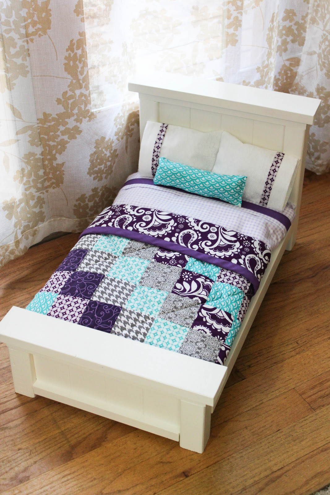 from dahlias to doxies diy doll beds and tiny quilts. Black Bedroom Furniture Sets. Home Design Ideas