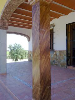 Pinturas lleni muros y vigas de hormig n en imitaci n a - Vigas decorativas imitacion madera ...