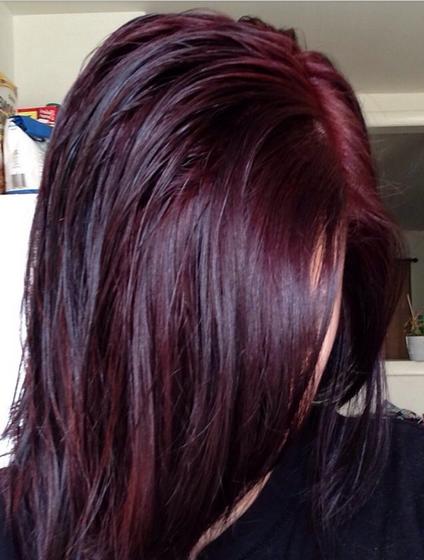 warna rambut burgundy simple setelah keramas