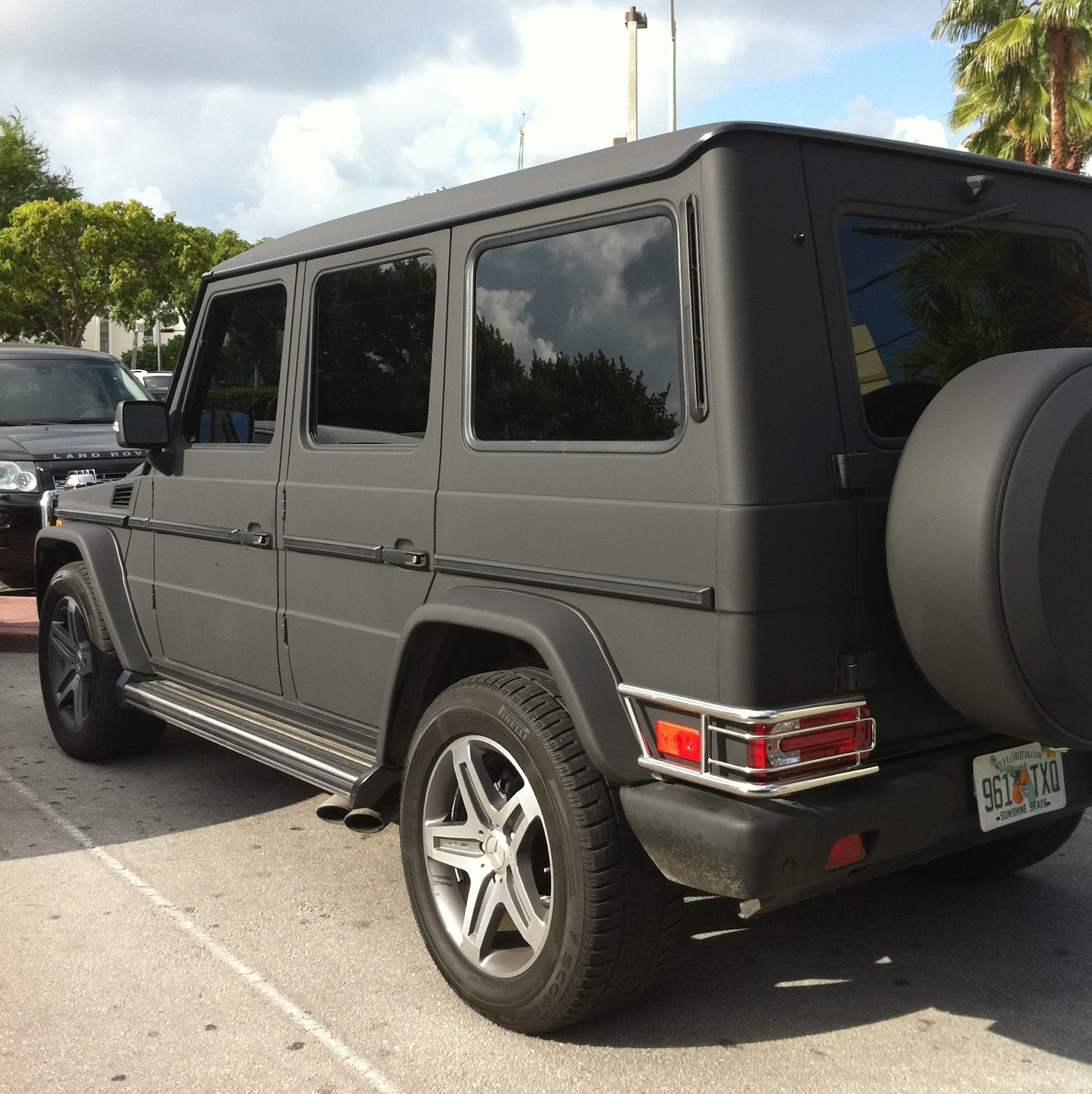 Mercedes g wagon matte black for Matte mercedes benz