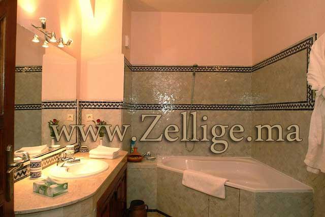 des belles salles du bain en zellige marocain cre par les artisans marocain - Salle De Bain Marocaine Traditionnelle