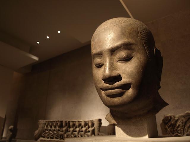 Busto de Jayavarman VII en el Museo Guimet de París