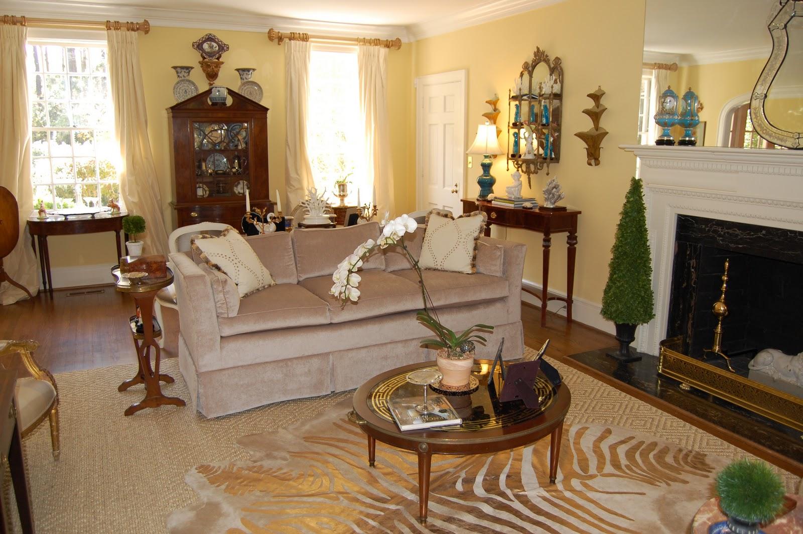 http://1.bp.blogspot.com/-HTOOKZSV1EQ/TaYmlqDNrtI/AAAAAAAAAgw/Zq0A7Q9ptNk/s1600/furniture+classics+tuxedo+sofa+birdsofafeatherdesign.JPG