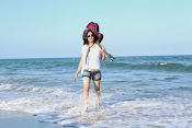 Actress Poonam Kaur latest Hot Photos at Beach-thumbnail-7