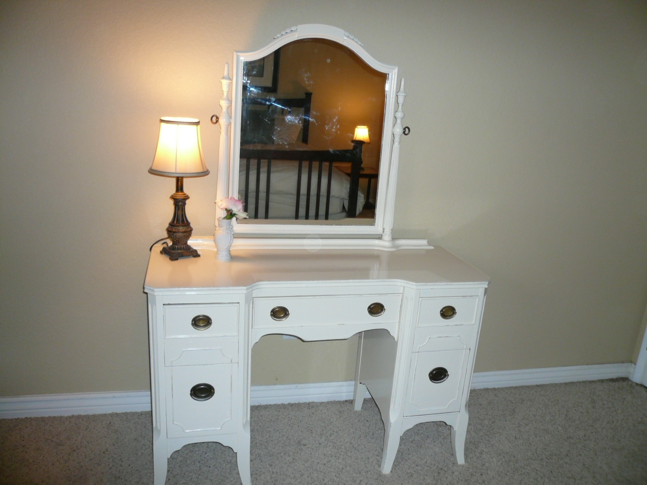 timelessshabbycreations beautiful antique white vanity dresser with. Black Bedroom Furniture Sets. Home Design Ideas