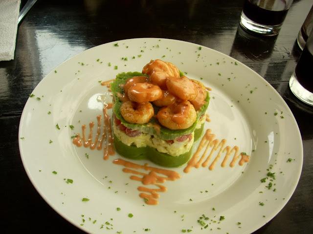 http://comidadelperuymas.blogspot.com/2013/03/causa-de-espinaca-con-langostinos.html