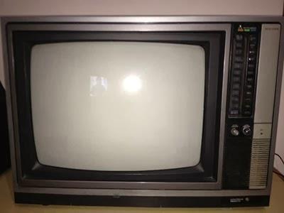 TV QUE EU ASSISTIA MINHAS SÉRIES PREFERIDAS !!!!!!!!!