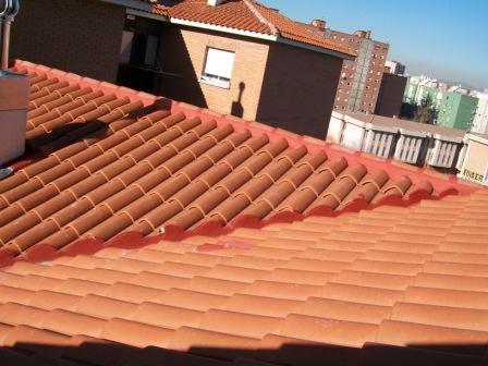 Montaje tejados de tejas mixtas en tejados nuevos y viejos for Tejado de madera madrid
