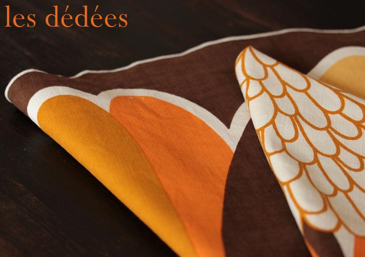 les dedees vintage recup creations la nappe ronde psychedelique une fleur des annees 70. Black Bedroom Furniture Sets. Home Design Ideas