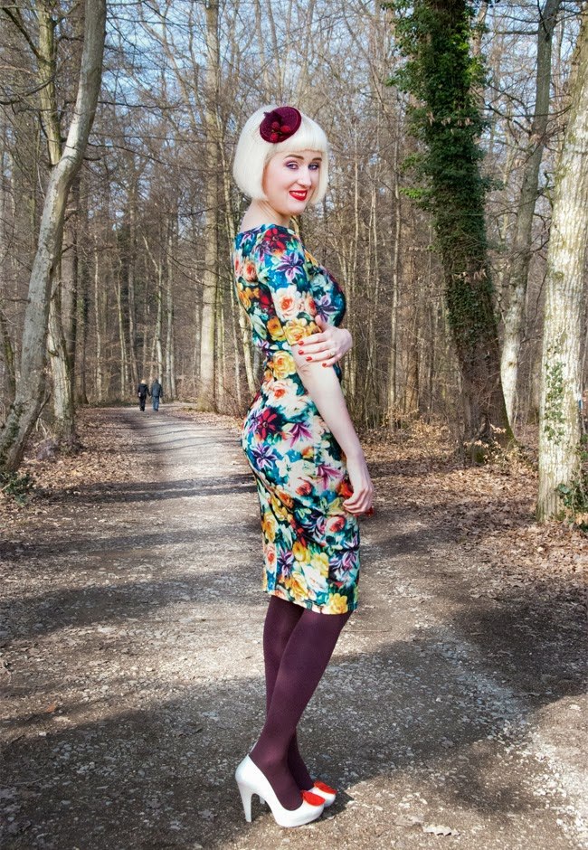 valentines day outfit, baroque flower dress, berry fascinator