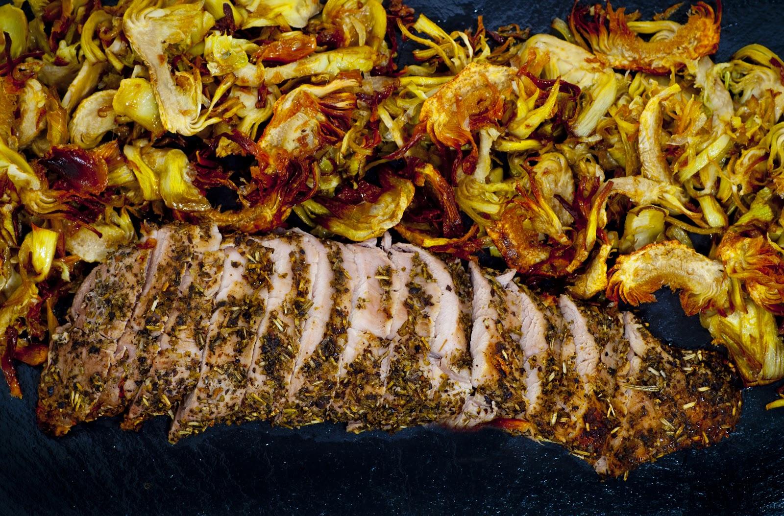 Solomillo De Cerdo Asado Con Hierbas Y Chips De Alcachofa
