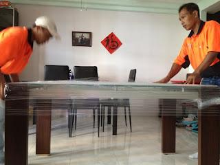 penempatan di ruang furniture kayu