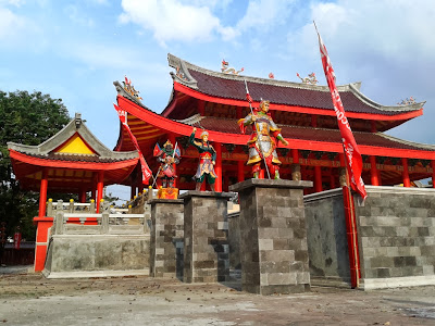 Patung prajurit di Klenteng Sam Poo Kong