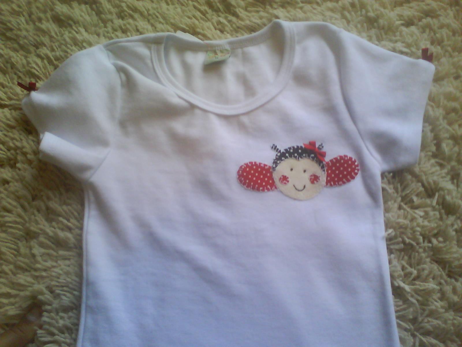 camiseta patcolagem (patchwork)