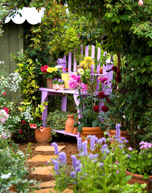 Hydrangea hill cottage cottage garden benches for Country garden ideas for small gardens