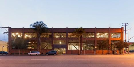 renovasi-bangunan-gudang-interior-kantor-pinterest.com-dinamis-ruang dan rumahku-003