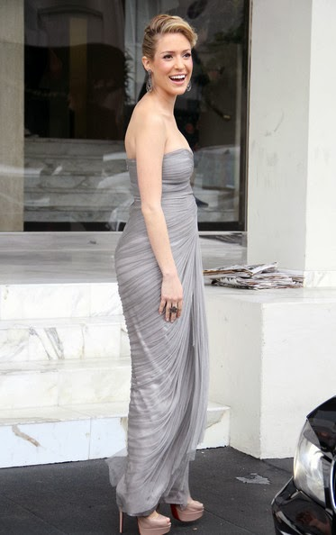 A pregnant Kristin Cavallari looked lovely as she was seen emerging from her Los Angeles condominium ahead of the 84th Annual Academy Awards in a light gray bandeau floor-length chiffon gown featuring a sweetheart neckline and draped detailing paired with a matching box clutch and nude Christian Louboutin heels.