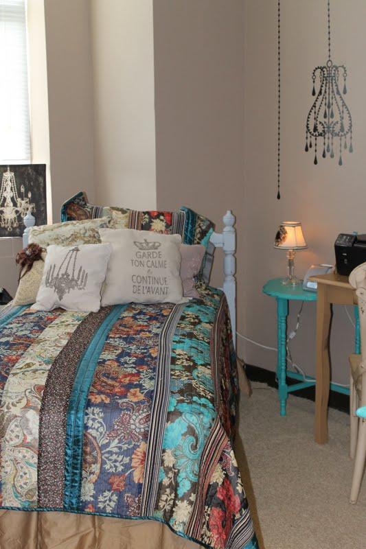 2 Vintage Sisters Dorm Room Decorating ~ 020827_Vintage Dorm Room Ideas