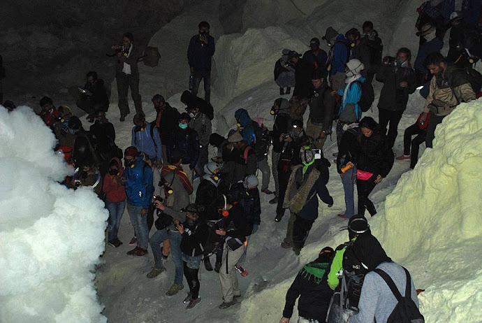 Turistas en el volcán