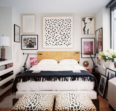 Merveilleux ... Glamorous Bedroom With Very Limited Space. The Leopard Ottomans And  Polka Dot Painting Add Just Enough Pattern Interest Without Overwhelming  The Space.