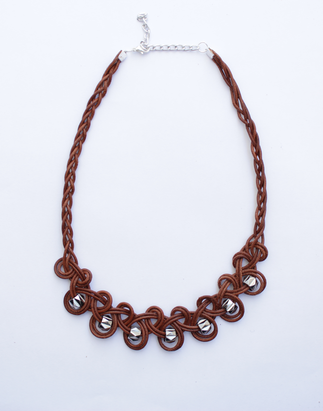 http://curlymade.blogspot.pt/2014/06/diy-knotted-leather-necklace.html