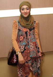 Busana Muslim Nuri Maulida