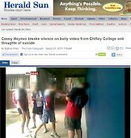 Reportagem (em inglês) no Herald Sun australiano sobre bullying em escola