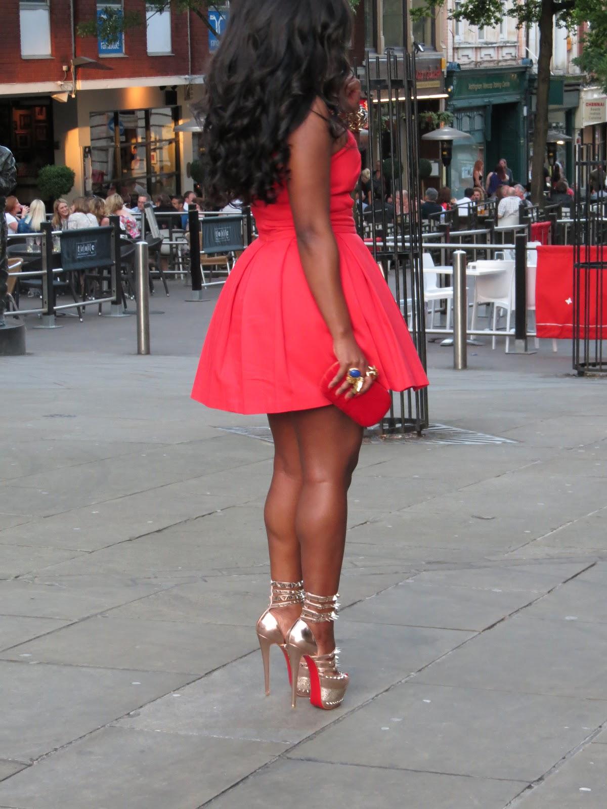 Фото девушка на каблуках фото сзади