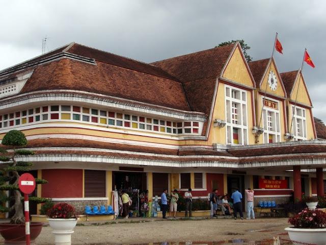 Lateral de estación de trenes de Dalat