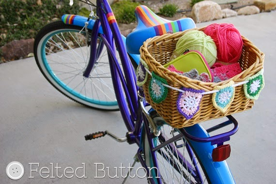 Bike Basket Bunting (FREE crochet pattern by Susan Carlson of Felted Button)