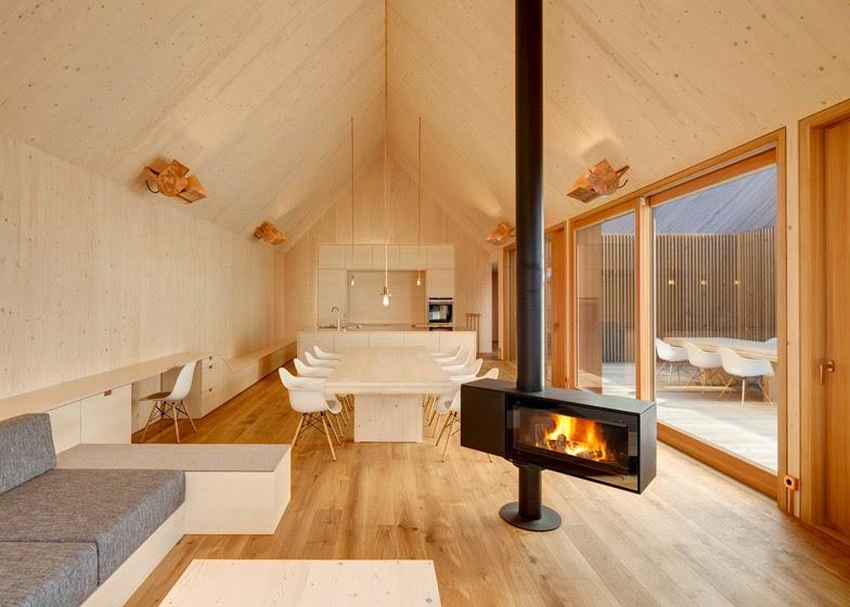 Ilia estudio interiorismo casa dise ada en madera - Instalacion electrica exterior ...