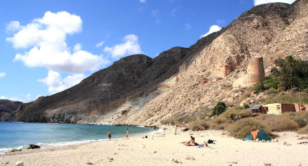 Playa nudista Cala de San Pedro (Cabo de Gata, Almería, Andalucía, España)