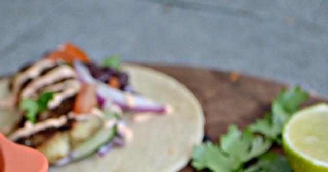 Bakeaholic mama haddock tacos with sriracha yogurt sauce for Fish taco sauce yogurt