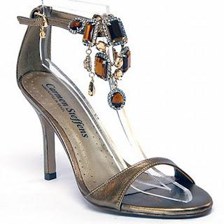 Sandália femininas com pedras da Carmen Steffens