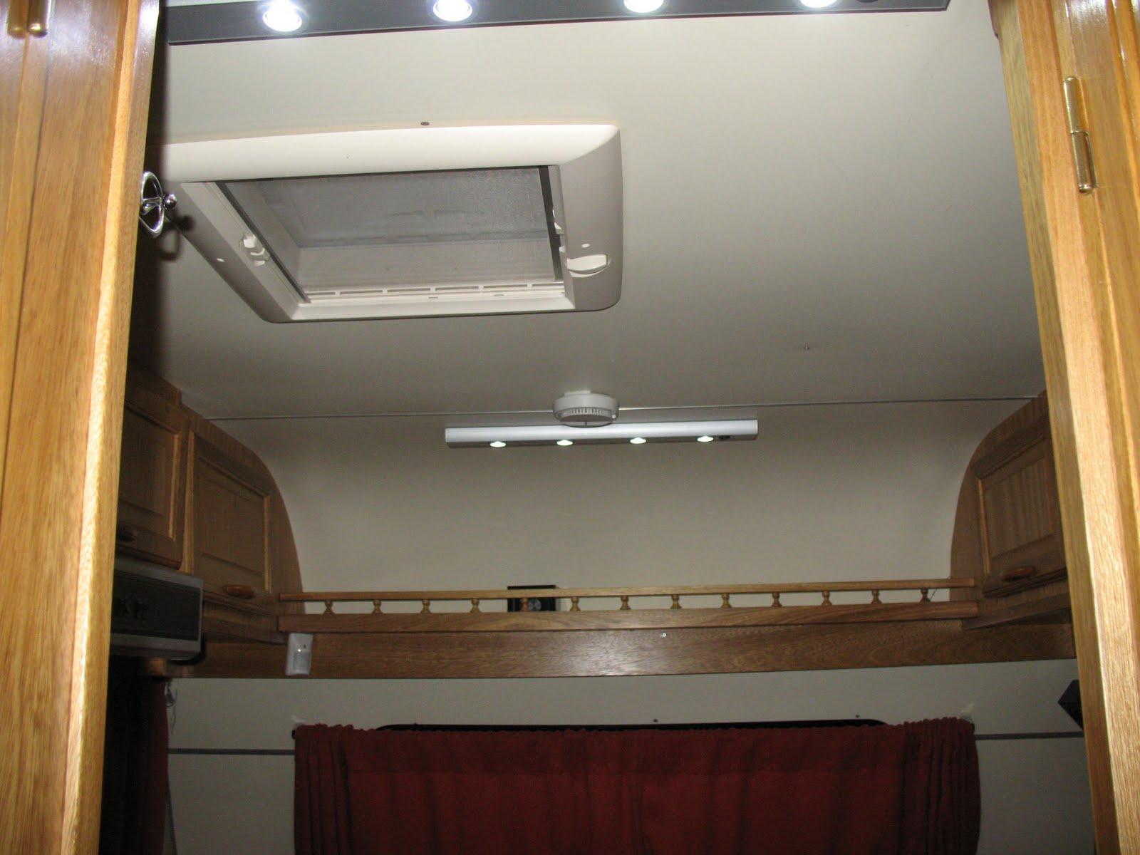 Extractor De Vapor Baño: , iluminacion por leds, detector de humo, estante y bauleras