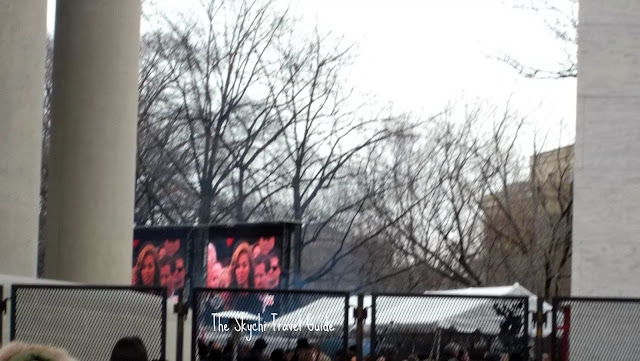 "<img src=""image.gif"" alt=""This is Beyonce, 57th Presidential Inauguration Parade"" />"