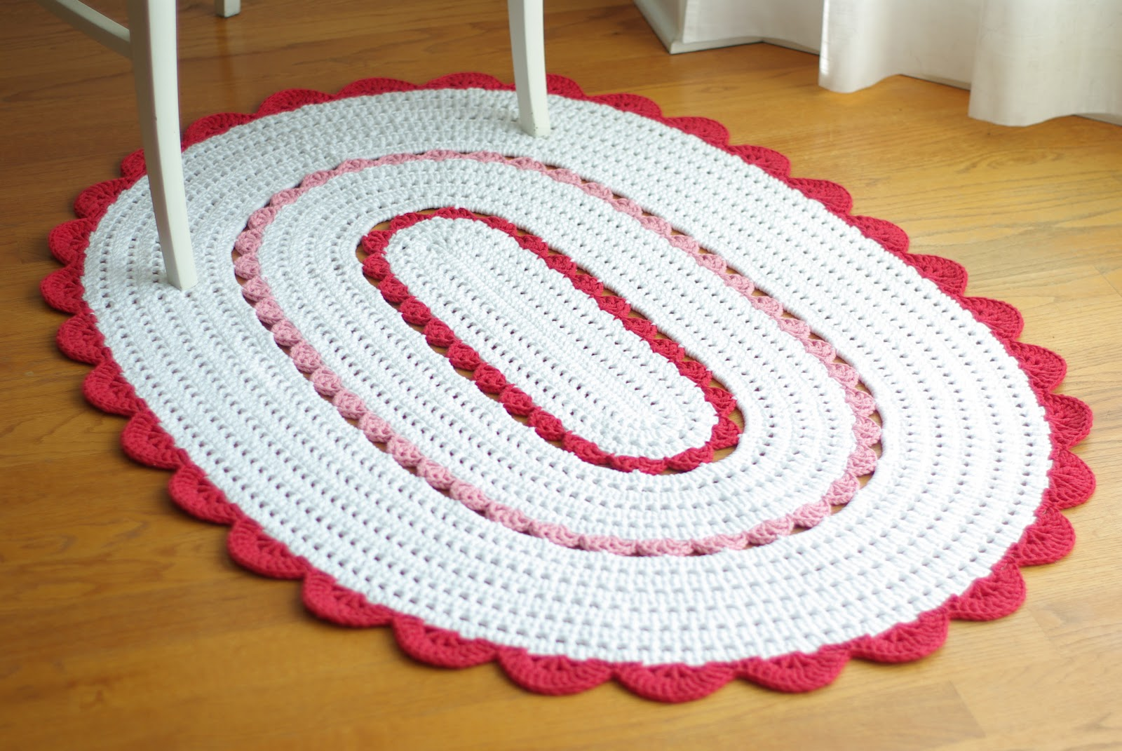 ...Handy Crafter...: Oval Alicia Doily Rug in Custom Colors