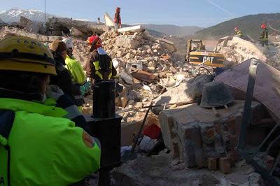 SISMICITÀ IN ITALIA E CARTE TRUCCATE  L%27Aquila,+terremoto+6+aprile+2009+(foto+Gianni+Lannes)+br
