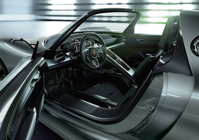 Porsche 918 Spyder Hybrid prototype side interior