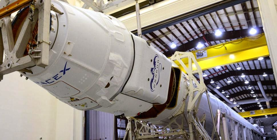 Falcon 9 and Dragon mated together. Credit: SpaceX