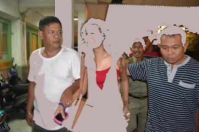 Satpol PP mengamankan seorang perempuan di Fellas Café Padang beberapa waktu lalu. Nas