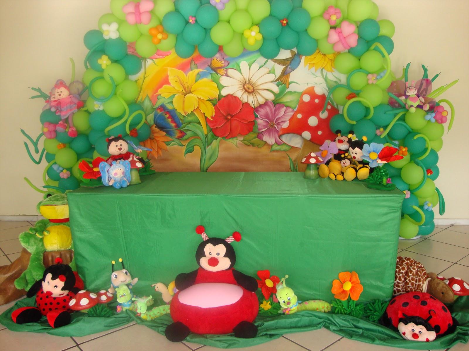 decoracao de balões jardim encantado:Decoração de Jardim Encantado com painel de fundo pintado à mão,
