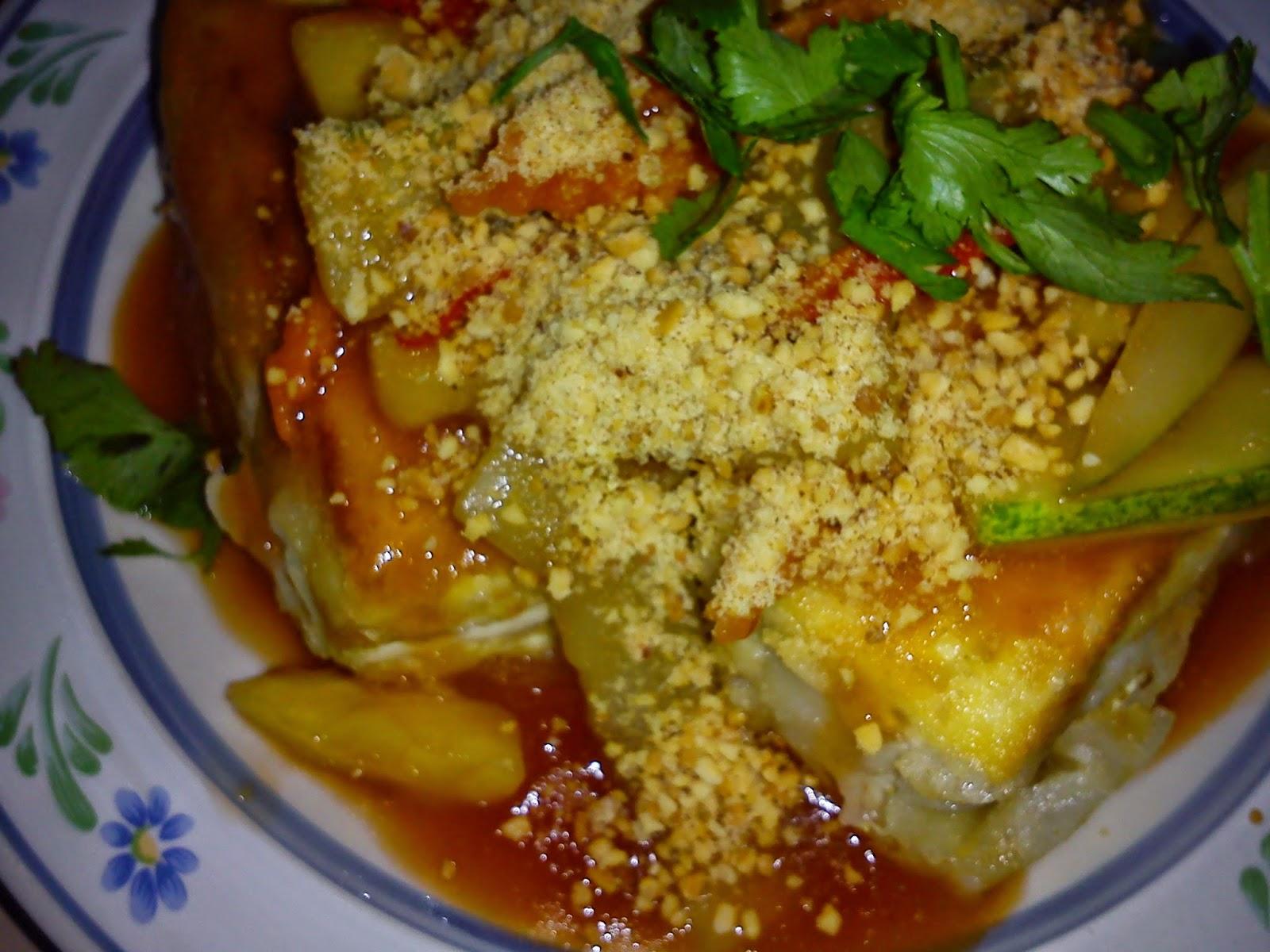 Cooking Pleasure: Vegetarian Fried Tofu in Sweet and Sour Sauce