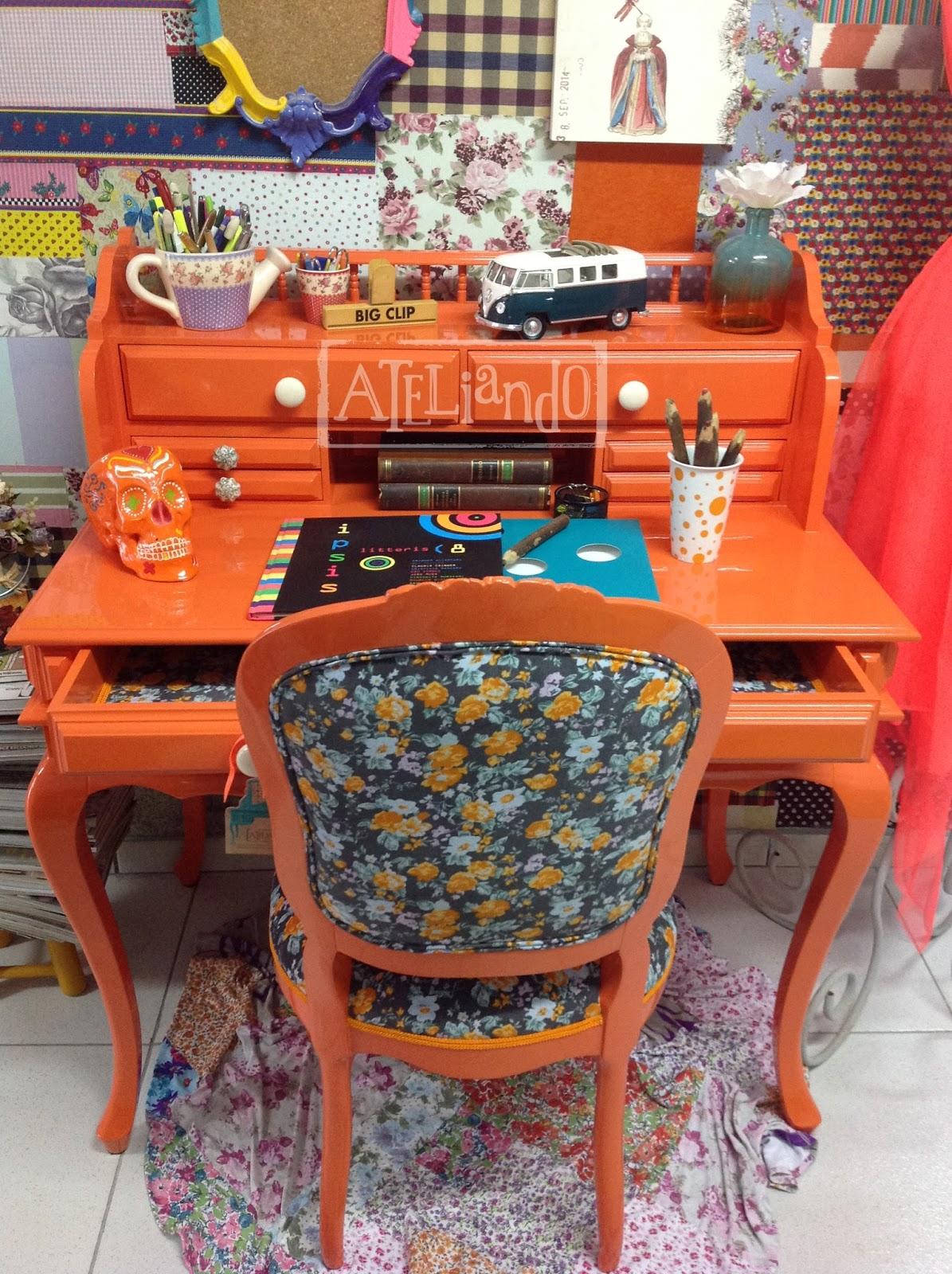 Customização de móveis antigos: Escrivaninha com cadeira orange #B0481B 1195x1600