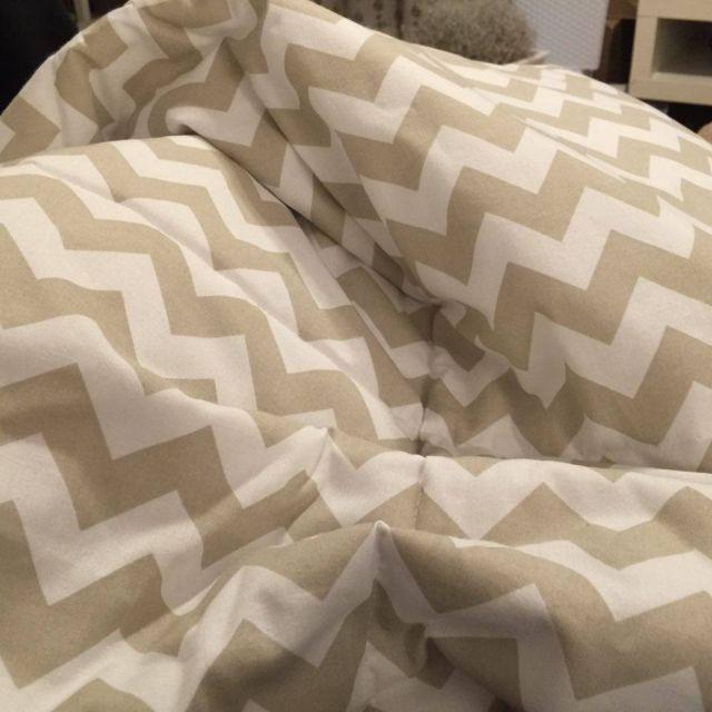 kapa na łóżko w beżu, zygzak, zyg zak, kapa na łóżko Ikea