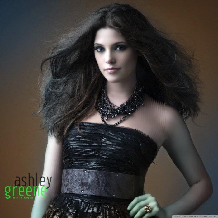 celebrity Gossip: Ashl...
