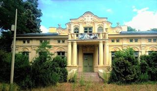 Pałac Jabłońskich w Głownie - widok od ulicy