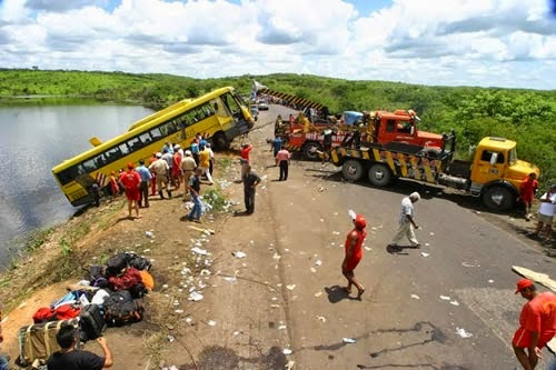 Barro-CE: Justiça manda indenizar parentes de um dos 42 passageiros mortos na queda de ônibus em açude.