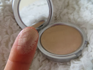 Review, Mary, Lou, Manizer, highlighter, Blusher, Whispersfromangels, Shimmer, Pretty, Blogger, Eyeshadow, theBalm, Balm