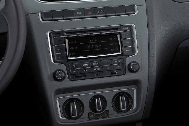 carro CrossFox 2014 Volkswagen - interior - por dentro - console central